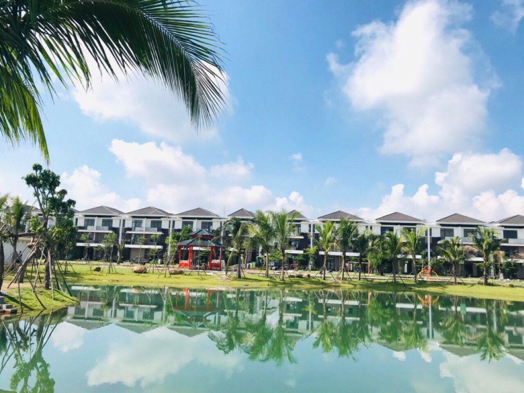 Dãy VILLA MINI đối diện công viên trung tâm dự án với quy mô 2ha giá bán 3.4 tỷ / căn