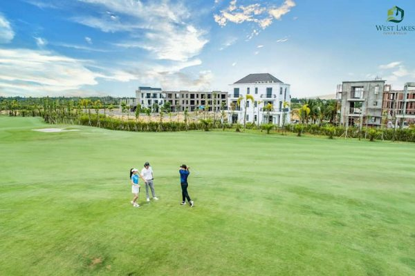 Khu đô thị sân golf West Lakes Golf & Villas.