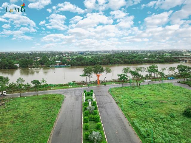 Dự án La Villa Green City nằm ngay sát dòng sông Vàm Cỏ Tây.